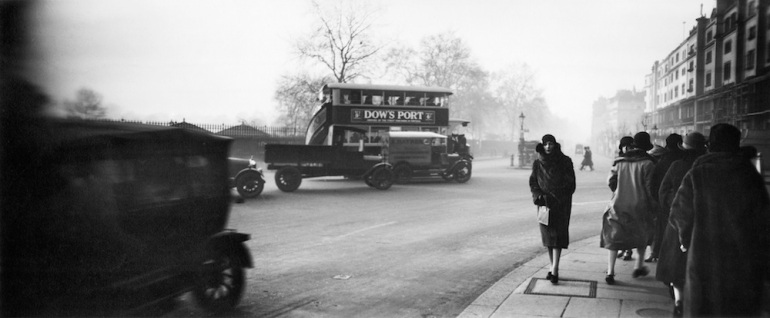 (5) Press Image l Jacques Henri Lartigue l Bibi à Londres, 1926
